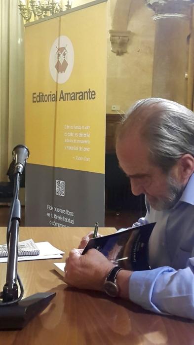 """Presentación del libro """"Rosas de invierno"""" del periodista Javier Martín Lázaro (Jotamar). Editorial Amarante 2015"""