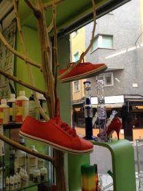 Zapatos Rojos contra la Violencia de Genero en Ananda Grown Shop