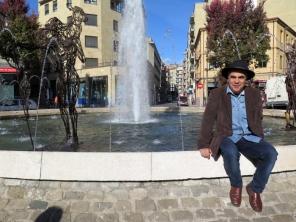 jose-antonio-elvira-el-escultor-de-las-obras-que-se-pueden-ver-hasta-priimeros-de-diciembre-en-la-fuente-de-la-plaza-del-oeste-700x525