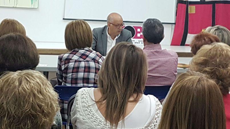Joaquín Merchán durante la charla en ZOES