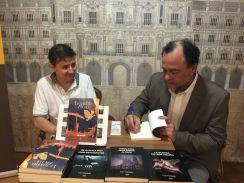 Junto al escritor Carlos Cabrerizo